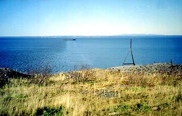 Вид с мыса Средний (Мыс Лазарева, Хабаровский край)  на мыс Погиби